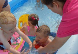 Wesołe zabawy w basenie :)